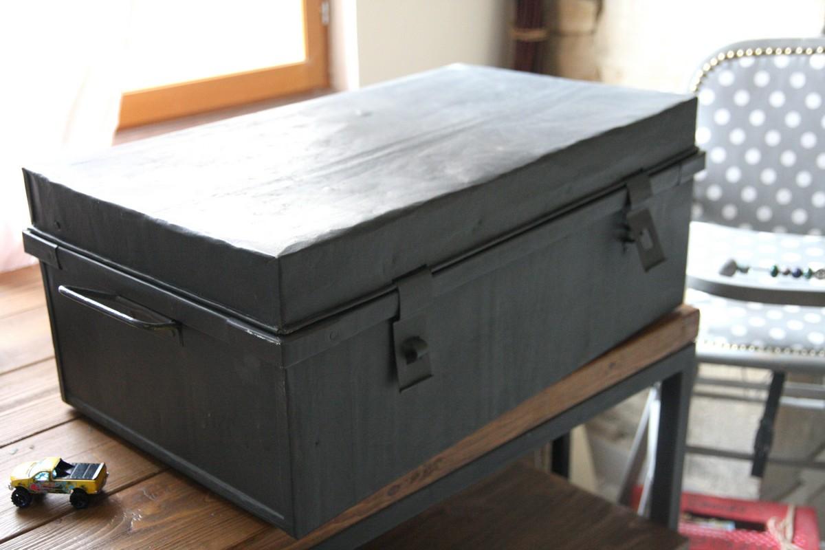 la cantine m tallique qui tait toute moche. Black Bedroom Furniture Sets. Home Design Ideas