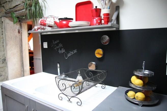 un tableau noir dans ma cuisine debobrico. Black Bedroom Furniture Sets. Home Design Ideas