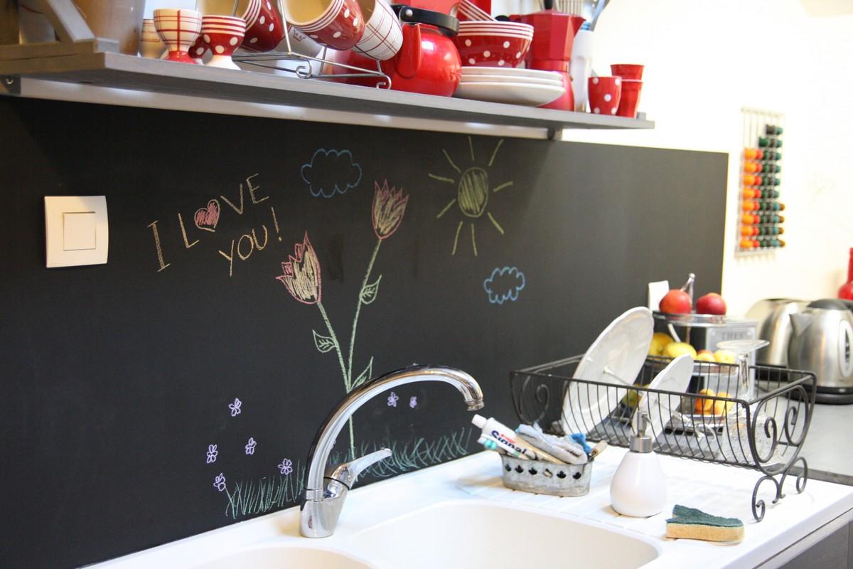 Un tableau noir dans ma cuisine - Revetement mural cuisine inox ...