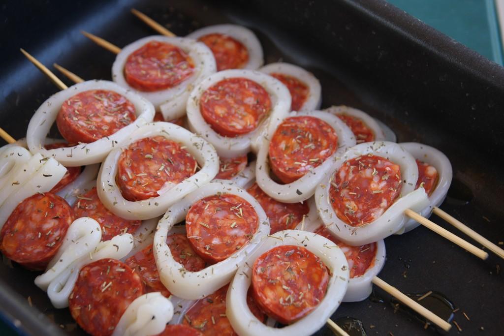 La recette de l 39 t brochettes de calamars chorizo debobrico - Recette calamar grille barbecue ...
