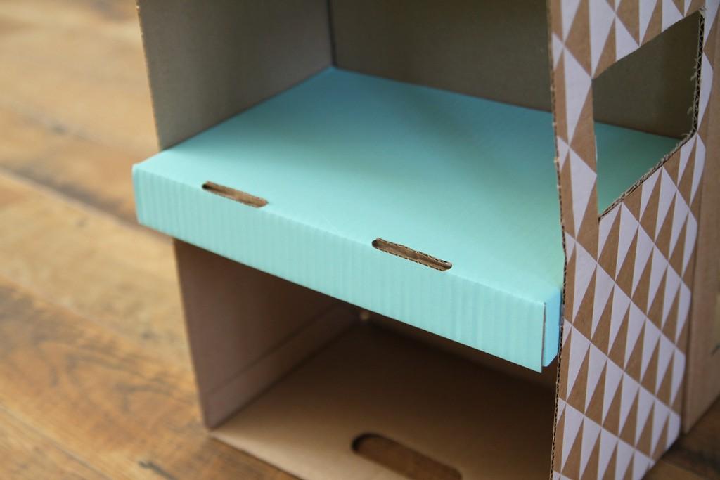 la marchande en carton debobrico. Black Bedroom Furniture Sets. Home Design Ideas